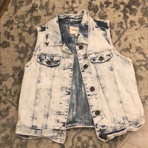 White washed jean vest size small